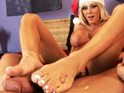 Xmas feetjob Good & lascivious Kimber James giving a xmas feetjob.
