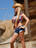 Cowgirl in the desert. Lustful TS cowgirl Kimber James posing in the desert